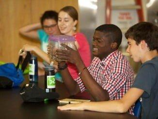 El objetivo es que los jóvenes empleen su tiempo libre este verano formándose en valores