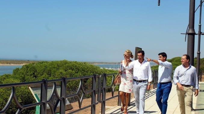 El presidente del PP de Andalucía, Juanma Moreno, en su visita a Cartaya
