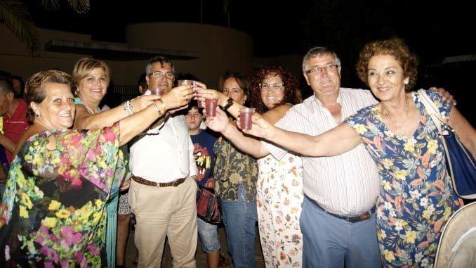 Las autoridades brindan por el comienzo de las fiestas en Punta del Caimán