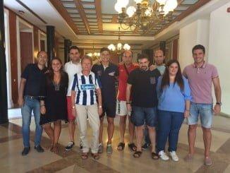Los capitanes del Recre visitaron  a los voluntarios del Trust y Federación de Peñas que colaborar en la campaña de abonados.