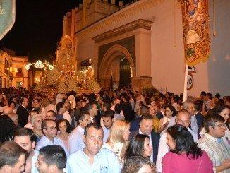 Miles de personas acompañaron de madrugada a la Virgen por las calles de La Palma.