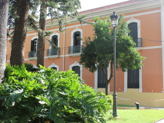 Los jardines de la Casa Colón lucirán nueva farolas.