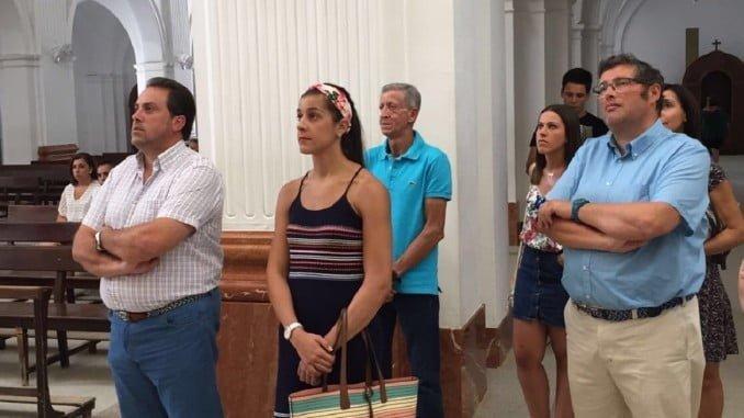 Pocas personas pudieron estar en este acto religioso de Carolina Marín. Su familia y la Hermandad Matriz.