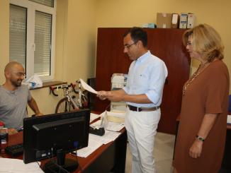 Sánchez y Centeno presentan en el Registro del Consistorio el escrito de alegaciones al presupuesto