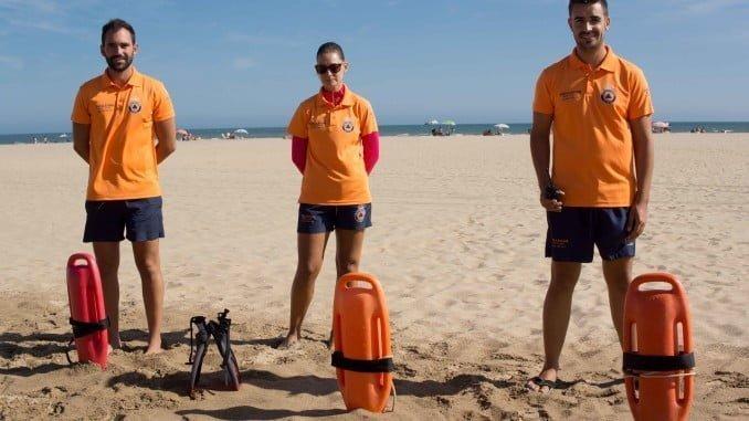 El grupo de voluntarios está recibiendo felicitaciones por su labor en las playas