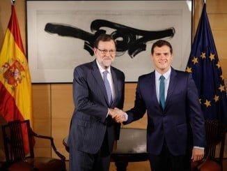 Mariano Rajoy y Albert Rivera podrán seguir negociando pero necesitan sumar más votos para la investidura.