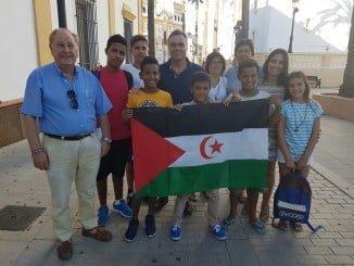 Los niños saharauis son recibidos por el alcalde de La Palma