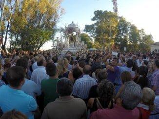 Huelva acompañó a su Virgen de la Cinta en la bajada por el Conquero