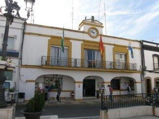 El Ayuntamiento de Palos de la Frontera ha dado hoy varios cheques de ayudas sociales