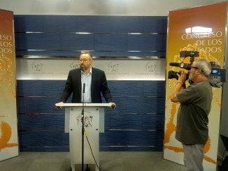 El portavoz de Ciudadanos muestra su preocupación por la posición del PP en las negociaciones.