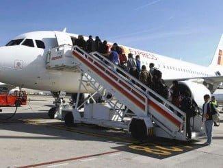 Los españoles prefirieron el avión al AVE en el primer semestre del año