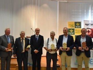 Imagen con todos los galardonados por Agrocosta en su XXV edición por apoyar su creación y posterior desarrollo.