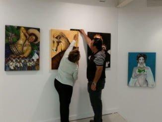 Montaje en la Universidad de Huelva de la exposición que se inaugura este martes.