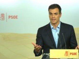 Pedro Sánchez quiere celebrar primarias para elegir secretario general mientras él sigue negocando para presidir un Gobierno frente a Rajoy.