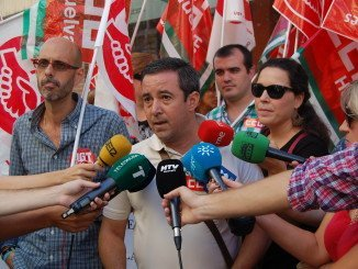UGT y CCOO se concentran en el Día del Turismo ante la Delegación de  Turismo en Huelva para denunciar precariedad y estacionalidad en el sector turístico