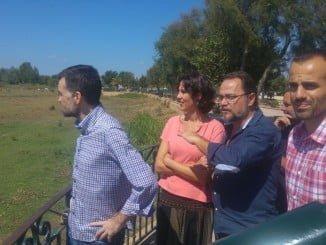 Antonio Maillo, acompañado de diputados en Huelva.