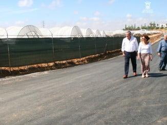 El alcalde y el presidente de la Comunidad de Regantes visitan el camino de 'Nuevo Valdeflores'