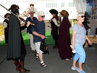 A su llegada a Puerto, los cruceristas serán recibidos por el grupo de teatro Alota del Tinto