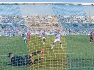 El penalti fallado por Iván, que paró el portero del Jumilla, pudo cambiar el desarrollo del partido del Recre.