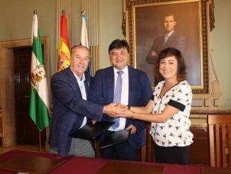 El Ayuntamiento y el Consejo de Hermandades y Cofradías firman un convenio para coordinar el evento