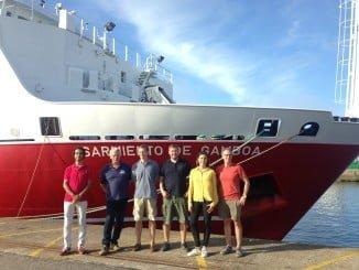 Equipo científico 'Al-Idrissi 2016' en el puerto de Vigo junto al buque oceanográfico Sarmiento de Gamboa