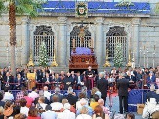 El Cristo de la Misericordia ha congregado a miles de personas en torno a la Plaza de las Monjas
