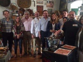 Los socialistas visitan la empresa Jamones Eiriz en el Día Internacional del Turismo