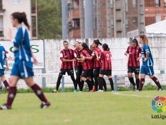 Las chicas del Sporting celebran el gol del empate, aunque pudieron traerse los tres puntos sin marcan el penalti en el úlimo minuto.