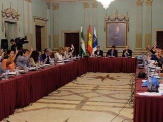 Muchas mociones en el Pleno de ayer se aprobaron por unanimidad, excepto la del patrocinio del Recre en que se produjo una total división.