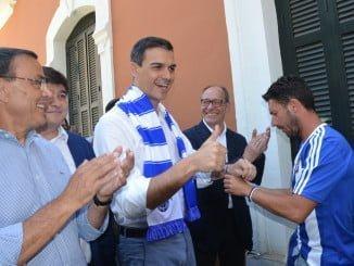El secretario general del PSOE de Huelva junto a Pedro Sánchez en la capital onubense