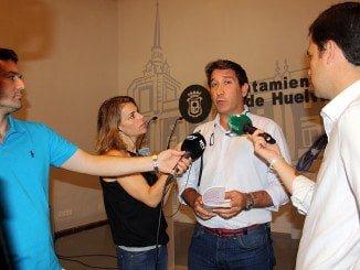 Ruperto Gallardo, portavoz de Ciudadanos, se queja del poco apoyo del Ayuntamiento el baloncesto femenino.