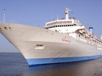 Este sábado vuelve a atracar en Huelva el buque Thomson Spirit