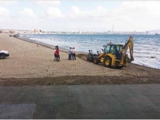 Una playa de Algeciras se vio afectada por el vertido de Cepsa.