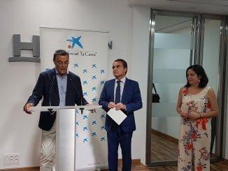 La Obra Social de La Caixa y Diputación firman un convenio para que todos los niños puedan tener material escolar