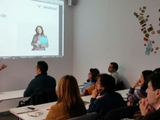 Una de las sesiones de trabajo en la lanzadera de empleo de Huelva