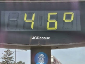 Temperatura registrada en un termómetro de la capital este mediodía