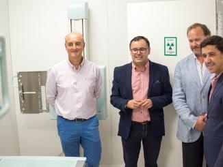 Los alcaldes de Lepe y Ayamonte, junto con el presidente de la FOE, recorren las instalaciones de la nueva clínica acompañados de Juan Fernández