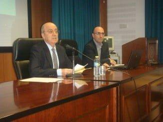 Ángel Luis-Pujante es catedrático emérito de la Universidad de Murcia en el área de Filología Inglesa