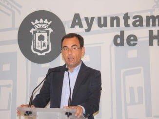 Sánchez dice que el equipo de Gobierno ha multiplicado por 4 el periodo de pago