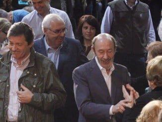 Javier Fernández junto a Rubalcaba.