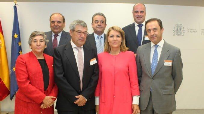 Representación de Cooperativas Agroalimentarias de Andalucía firmantes junto a la Secretaria de Estado del Ministerio.