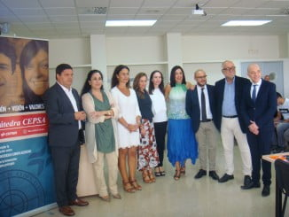 Representantes de Cepsa y de la UHU en la inauguración del programa Alumno10C+
