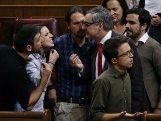 Las intervenciones de Ezquerra Republicana y Bildu encendieron los ánimos en la sesión de investidura que augura una etapa parlamentaria complicada.
