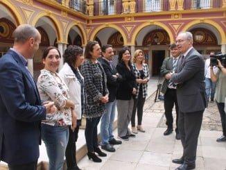 El presidente del Parlamento durante su visita al Ayuntamiento de Huelva