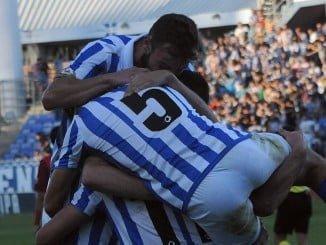 Alegría ínmensa de los jugadores del Recreativo tras el primer gol en el minuto 2 de partido.