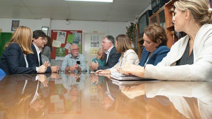 El alcalde y otras autoridades se entrevistan con vecinos de Marismas del Odiel