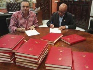 Antonio López anunció además que está dispuesto a donar diez libros originales de Manuel Siurot