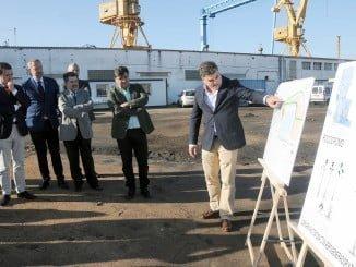 Explicando los pormenores nuevo Centro de Ocio del Puerto