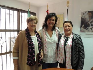 Esther Cumbrera junto a Charo Venegas, tras la firma del convenio