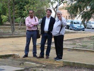Gallardo ha visitado la barriada del Matadero acompañado por el presidente de la asociación de vecinos